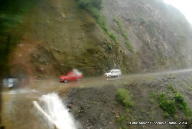 No meio do caminho tinha uma cachoeira. Tinha uma cachoeira no meio do caminho..